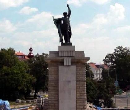 Пам'ятник червоноармійцеві у Брно відреставрували
